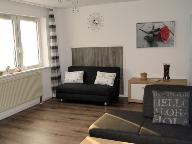 sommerach-couch-wohnzimmer